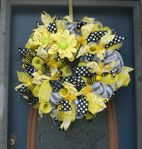 Med wreath yellow black white Tnbeader