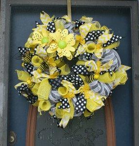 Med wreath yellow black white Tnbeader